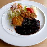 kaferesutorankihada - 「鶏モモ肉のソテー ビール風味ソース」です。