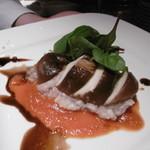 ジャンボ椎茸の地鶏れんこん詰め トマトとバルサミコのソースで