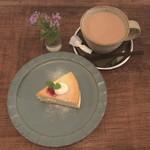 テノワ - ケーキセット 750円(税込)注文 NYチーズケーキ ミルクティー