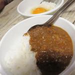 肉山 福岡 - シメ飯は、卵かけご飯かカレー(蟹出汁入り)を選べます。