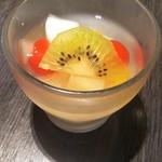 中国料理 桃翠 - フルーツカクテル杏仁豆腐。