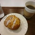 ミュージアムカフェ坂 - コーヒーとシュークリーム