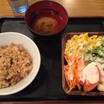 木曽路 - 炊き込みご飯、サラダ、味噌汁