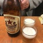 75089950 - 【瓶ビール大/赤星】(350円税込)乾杯はビールで。これは激安!