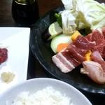 75094646 - お肉も野菜も馬刺も、新鮮そのもの!