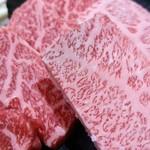 焼肉の一休 - 和牛の色あいの美しさにうっとり。