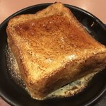 ガスト - 料理写真:とろけるフレンチトースト蜂蜜かけた〜