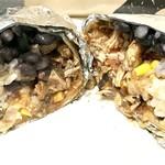フリホーレス - ブリトー チキン レッドアルボル(オニオンなど入った辛いサルサソース)980円
