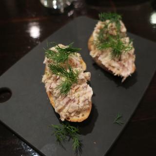 ビスポーク - 料理写真:スモークサバのリエットのカナッペ