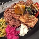 レストラン エイタブリッシュ - スブラキ、テンペや豆腐、野菜のグリルをスパイシーに 1550円(セット)