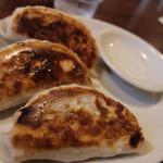 江川亭 - ランチセットの餃子(3つ) 大きくてジュースィー!