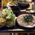 そば処たじま - 料理写真:1人前とは思えぬ天ぷら?