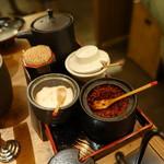 酒と肉天ぷら 勝天 - 卓上の