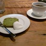 75098991 - コーヒーとデザート