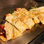 鉄板焼 広島お好み焼 ぶち - チーズネギ焼