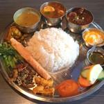 ネパール民族料理 アーガン - アーガンスペシャルタカリセット1350円