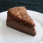 柞の杜 - 【ガトーマジック ショコラ】  マジックケーキは 一度焼くだけで三つの層ができる 「不思議(マジック)」 なケーキ。  今回はショコラで。  生チョコ感覚で チョコレート好きには、たまらない!!仕上がり。  どうぞお楽しみくださいませ。