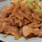 中華 味一 - 豚バラ生姜焼き、見た目ほど甘辛さは強くない