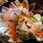 うおたけ鮮魚店やけんど 海鮮どんや - 海鮮丼(上)のアップ