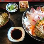 うおたけ鮮魚店やけんど 海鮮どんや - 海鮮丼(上)