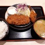 松のや 浮間舟渡店 - ロースカツ+カキフライ定食、豚汁で