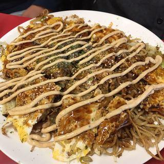 広島お好み焼き 廣 - 肉玉ソバ。玉子Wと辛マヨ