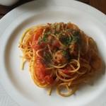 ショコ・ラ - 小エビと帆立のトマトソース