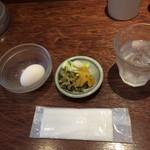いっかく食堂 - 生卵と取り放題の漬物