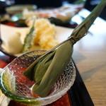 北陸海鮮 喜心 - ☆笹の葉に(^O^)☆