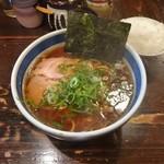 とうかんや - 料理写真:しょうゆらーめん700円+小ライス100円