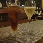ランタン - ウーロン茶とスパークリングワイン