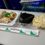 たけや - [2017/09]鮭おにぎり(120円)+味おこわ(110円)+唐揚げ(200円)