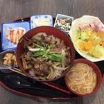 ドット・ギャン - 馬焼肉丼 定食   ¥900