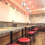 高知名物屋台餃子 一屋 - 店内は屋台をイメージしてシンプルな造りとなっております。ワイワイしながらお食事をお楽しみください!