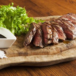肉バル×モダンイタリアン。自慢の肉料理は10種類以上
