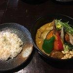 Rojiura Curry SAMURAI. 平岸店 - チキンと野菜のスープカレー マイルド味 1.180円 ライス小盛り30円引き