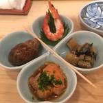 末廣鮨 - お通しのバイ貝、鞘巻、あん肝、子持ち昆布