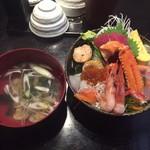 75128729 - 豪華海鮮丼 ¥1,620- ※ランチ限定15食