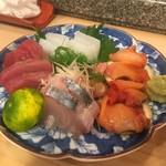 末廣鮨 - 手前からシマアジ、鰹、アオリイカ、赤貝