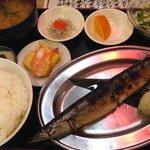 定食居酒屋 廻天寿司 まぐろ人 - 焼き魚定食(さんま)