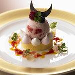 ハーゲンダッツ ラ メゾン ギンザ - ストロベリーアイスクリーム、フルーツロールケーキとともに