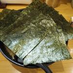 てっぺん家 - 料理写真:ラーメン(690円)、海苔まし(100円)、味玉(クーポン)、(見えませんが)