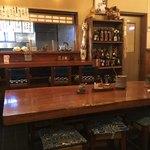 松村 - カウンターにテーブル!広い座敷もありますよ