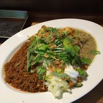 梵平 - 本日のミックスカレー      スパイシーキーマカレー      キャベツ、舞茸、挽肉のグリーンカレー     アサリと豆腐、挽肉のカレー