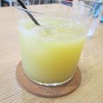 フラワー ナチュラル フード カフェ - りんごジュース