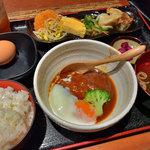 和旬惣菜 らぱす - 煮込みハンバーグ