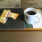 イツキ コーヒーロースタリー - モーニングセット:ホットサンド(あずき)&日替りドリップコーヒー(ケニア レッドマウンテン)