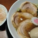 ラーメンラボ うさぎプラス - 料理写真:特製中華そば&たまごかけごはん♪