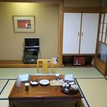 箱根湯本ホテル - 和室8畳の様子。
