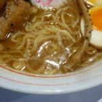 Tentenyuuhirumaya - 中太ちぢれ麺とスープ